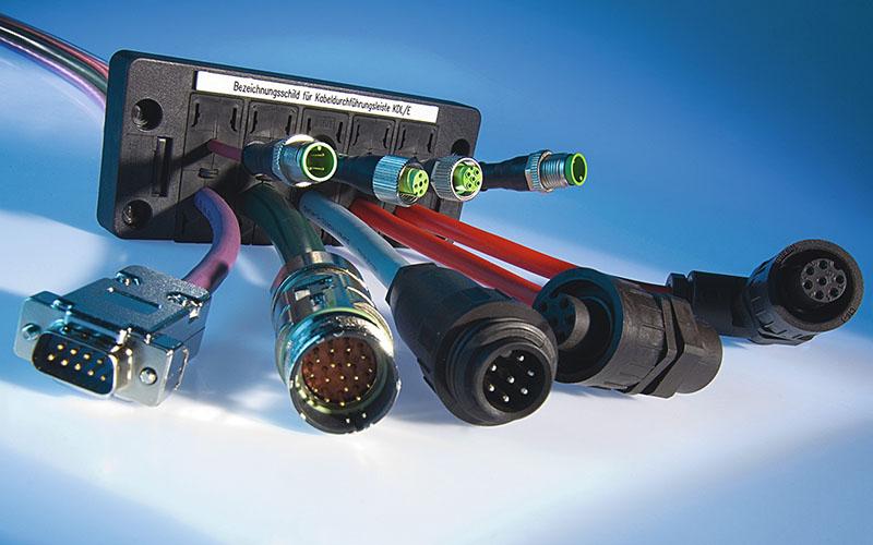 Treceri de cabluri cu conector, pre-asamblate. mufate