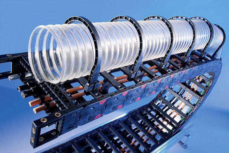 Tuburi diametre mari ghidate in siguranta pe lant portcablu. Absortia deseurilor