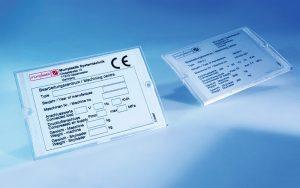 Etichete mari pentru tablouri si instalatii electrice. Pentru toate tipurile de industrii. Stratul exterior poate fi rezistent UV
