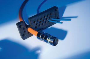 KDP_MULTI reprezinta o combinatie intre sistemele pentru trecerea cablurile cu conector si fara conector