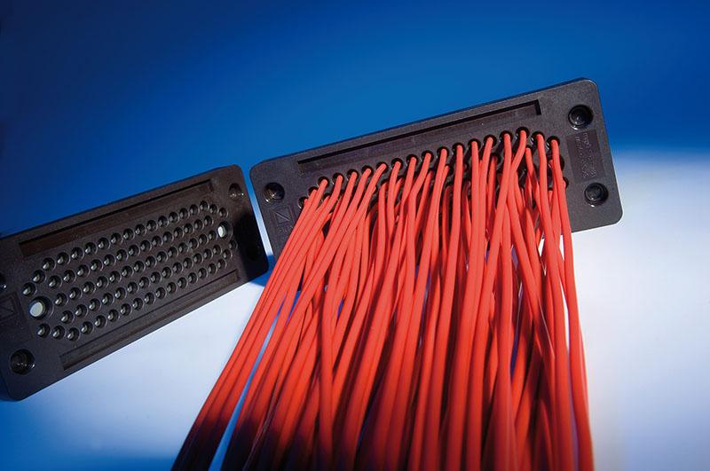 Trecere 80 de cabluri fara conector printr-o singura placa Murrplastik
